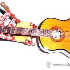 Vintage: GUITARRITA EN MINIATURA , TODOS LOS DETALLES, INCLUYE SILLITA. Lote 32403768
