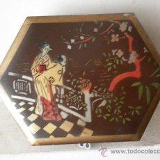 Vintage: CAJA HEXAGONAL CON MOTIVOS CHINOS, AÑOS 50. Lote 32885875