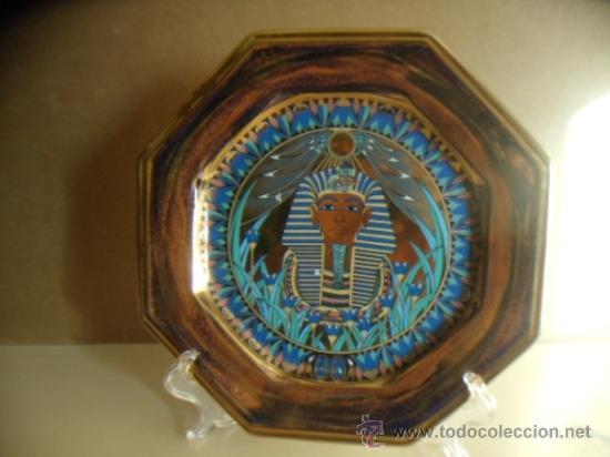 PLATO OCTOGONAL DE PORCELANA SCHMIDT. ESMALTADO MOTIVO EGIPCIO. 27 CMS. PERFECTO. (Vintage - Decoración - Varios)