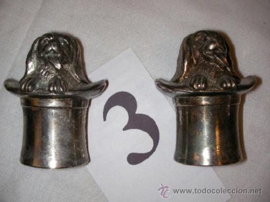 ANTIGUO LOTE SALERO Y PIMENTERO EN METAL CON CARAS DE PERROS (Vintage - Varios)