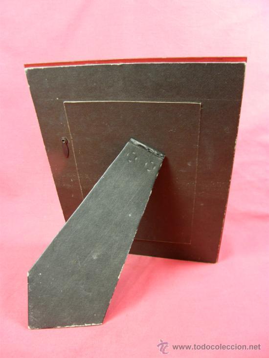 Vintage: marco de fotos de resina translucida sobre fondo rojo anaranjado y metal cromado años 70 - Foto 2 - 37130834