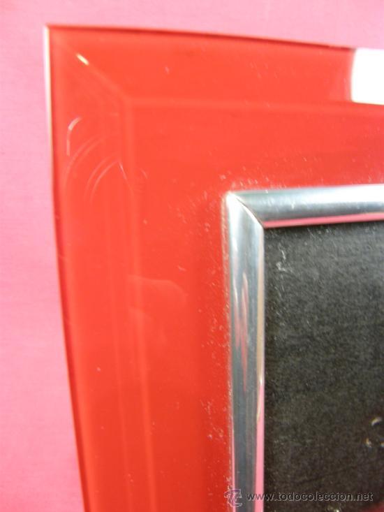 Vintage: marco de fotos de resina translucida sobre fondo rojo anaranjado y metal cromado años 70 - Foto 3 - 37130834