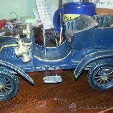 Vintage: COCHE DE DECORACIÓN, EN METAL POLICROMADO. . Lote 37157473