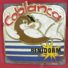 Vintage: PLACA BRONCE URBANIZACIÓN COBLANCA BENIDORM METAL GALVANIZADO Y ESMALTADO AÑOS 60. Lote 37826320