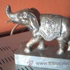 Vintage: PRECIOSO ELEFANTE DE LA INDIA EN ALEACIONES DE METAL. CON BASE DE MÁRMOL. TIENE LA TROMPA ROTA.. Lote 37908294