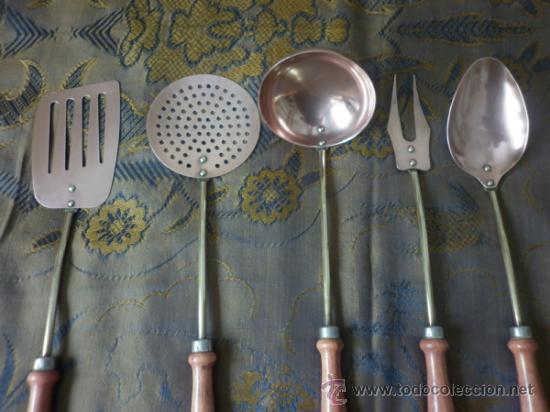 precioso utensilios de cocina de cobre bronce y madera