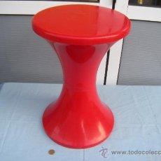 Vintage: TABURETE DE PLÁSTICO COLOR ROJO. RETRO.. Lote 39056846