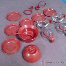 Vintage: TAZAS Y AZUCARERO PLASTICO ROJO CRISTAL VINTAGE. Lote 39084869