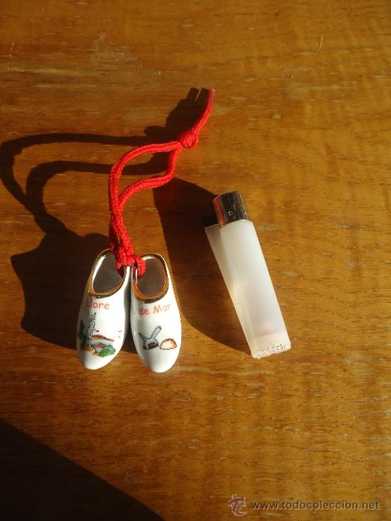 Vintage: Pequeño souvenir de porcelana, pareja de zuecos en miniatura Lloret del Mar - Foto 2 - 39164950