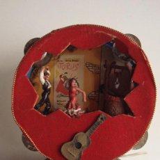 Vintage: DIORAMA KITSCH EN PANDERETA CON BAILADORES EN EL POZO Y LUZ AÑOS 40 DIAMETRO 17 CM.. Lote 39570740