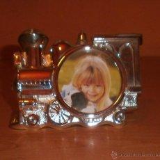 Vintage: PORTAFOTOS / MARCO INFANTIL CON MOTIVO DE TREN PLATEADO - SILVERPLATED. Lote 39622461