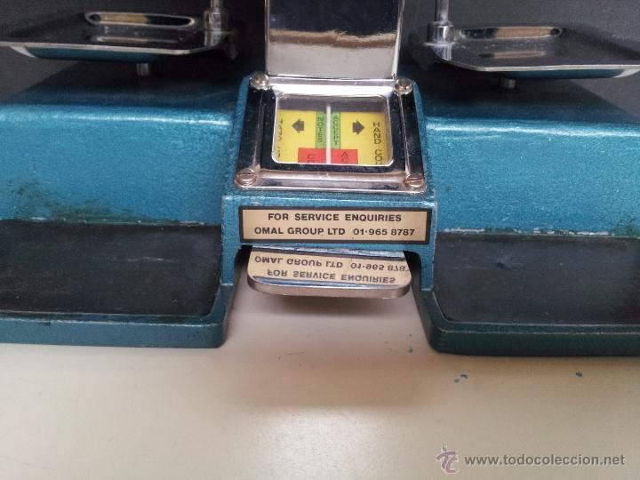Vintage: CONTADOR DE DINERO VINTAGE OMAL UNIVERSAL CON 48 PESOS. USADO POR BANCOS - Foto 2 - 39687701