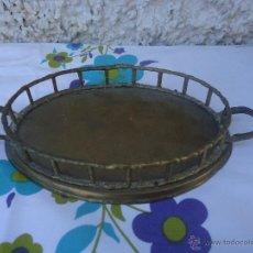 Vintage: BANDEJA DE LATÓN INDIA CON CUENCO DE MADERA. Lote 40038463
