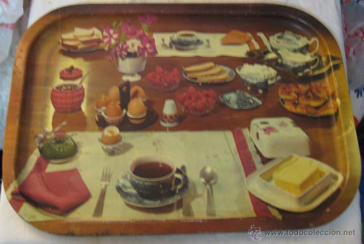 Preferência bandeja años 60 de chapa para desayuno. foto de - Comprar en  XA41