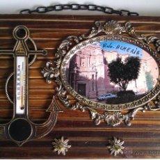Vintage: CUELGA O COLGADOR DE LLAVES EN MADERA CON 3 GANCHOS METALICOS Y TERMOMETRO -FOTO ALMERIA-AÑOS 50/60. Lote 42376514
