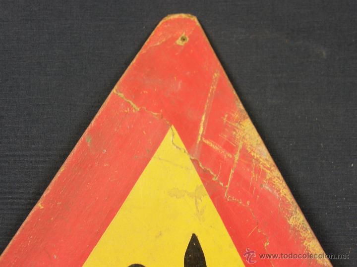Vintage: antigua señal de autoescuela peligro curvas fondo amarillo sobre madera 1º mitad siglo XX - Foto 3 - 42475763