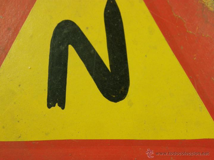 Vintage: antigua señal de autoescuela peligro curvas fondo amarillo sobre madera 1º mitad siglo XX - Foto 4 - 42475763