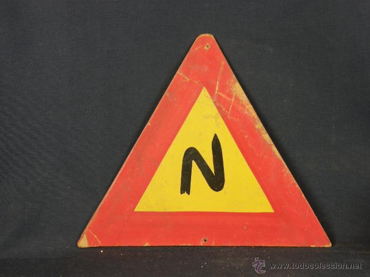 Vintage: antigua señal de autoescuela peligro curvas fondo amarillo sobre madera 1º mitad siglo XX - Foto 6 - 42475763