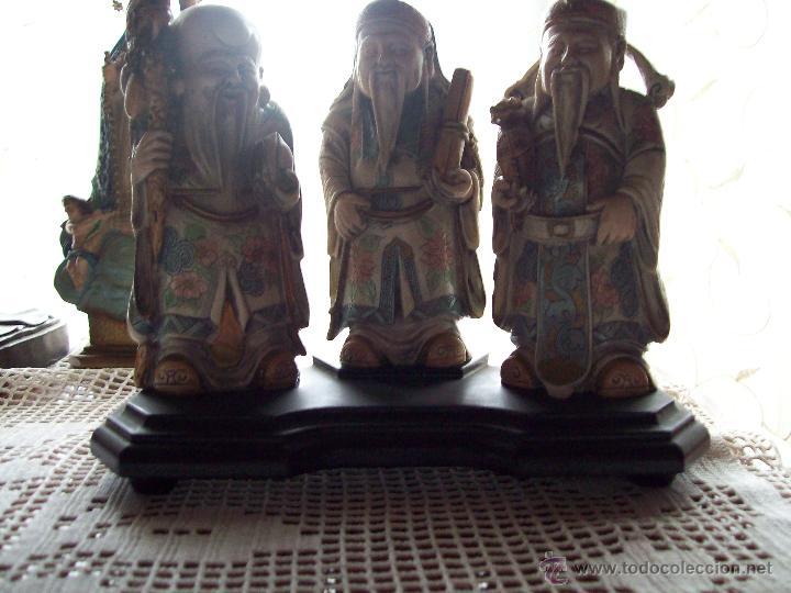 Vintage: 3 Netsukes sobre peana - Foto 10 - 42567897