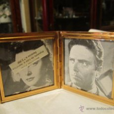 Vintage: MARCO PORTAFOTOS PLEGABLE PARA DOS FOTOGRAFÍAS DE 5 X 5 CMS. METAL DORADO Y LACA NEGRA.. Lote 43982776