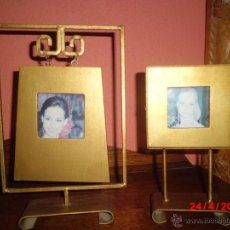 Vintage: PAREJA DE PORTAFOTOS ORIENTALES DE MADERA Y SOPORTE DE HIERRO . Lote 43999975