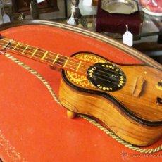 Vintage: ANTIGUO JOYERO DE MADERA CON FORMA DE GUITARRA ESPAÑOLA MÚSICAL. Lote 44835645