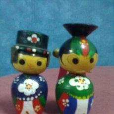 Vintage: PAREJA FIGURAS MADERA POLICROMADA JAPAN. Lote 45290458