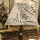 Vintage: LAMPARA DE SOBRE MESA CON PIE DE METAL ESMALTADO EN NEGRO Y PANTALLA NEGRA CUADRADA. . Lote 45393380
