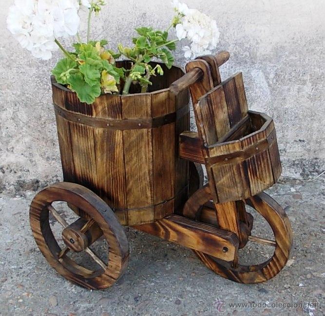 Triciclo o carretilla de madera para el jardin comprar for Carros de madera para jardin