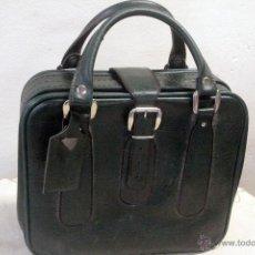 Vintage: PEQUEÑA MALETA DE VIAJE, DE SKAY, EN COLOR VERDE, CON CORREAS. AÑOS 60-70. Lote 47799969