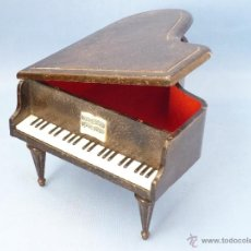 Vintage: JOYERO EN FORMA DE PIANO . ES DE BAQUELITA O PLASTICO 18X15X10,5CM. GASTOS DE ENVIO 7€ PARA ESPAÑA.. Lote 48596357