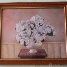 Vintage: LAMINA DECORATIVA COMPOSICION FLORES BLANCAS CON JARRON SOBRE PEQUEÑA MESA DE MARMOL CON MARCO. Lote 48928671