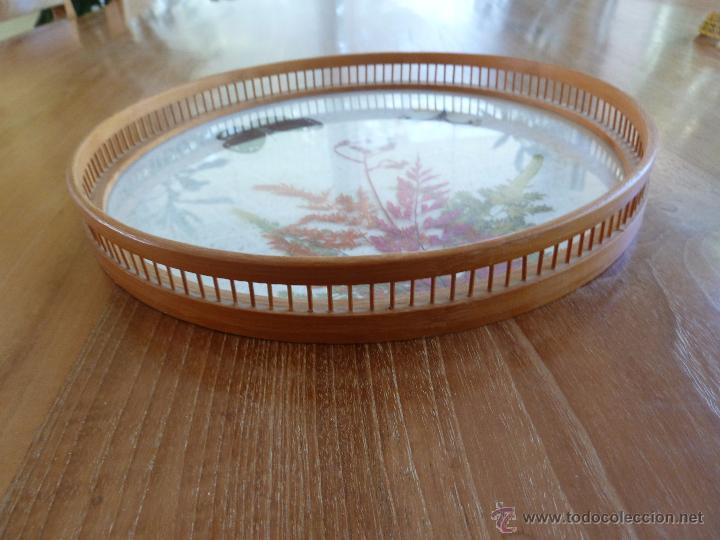 Vintage: f 1005 Bandeja bambu con cristal decorado con mariposas y flores naturales años 70 - Foto 3 - 49265884