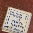 Vintage: EL CENTIMETRO DEL AMOR - EN SU REVERSO TIENE 100 FRASES CURIOSAS DETRAS DE CADA MEDIDA. EN FRANCES. Lote 49404182