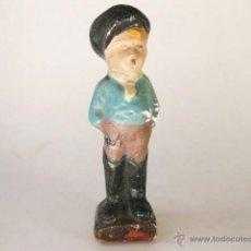 Vintage: FIGURA ANTIGUA DE ESCAYOLA DE UN JOVEN FUMADOR O ACTOR DE CINE. Lote 49456975