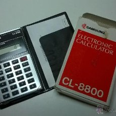 Vintage: CALCULADORA SAMSUNG (ELECTRONIC CALCULATOR) CL-8800, CON CAJA+INSTRUCCIONES, FUNCIONANDO. Lote 49605709