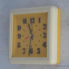 Vintage: RELOJ VINTAGE JAZ ELECTRONIC BONITO DISEÑO COLOR PLATICO AMARILLO FUNCIONA. Lote 49859622