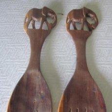 Vintage: CUBIERTOS DE SERVIR DE MADERA TALLADA AÑOS 70, COMPRADAS EN AFRICA. Lote 50072926