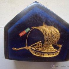 Vintage: FILIGRANA BARCO PORTUGUES DE LOS 70 DENTRO DE PISAPAPELES EN METACRILATO. Lote 50868218