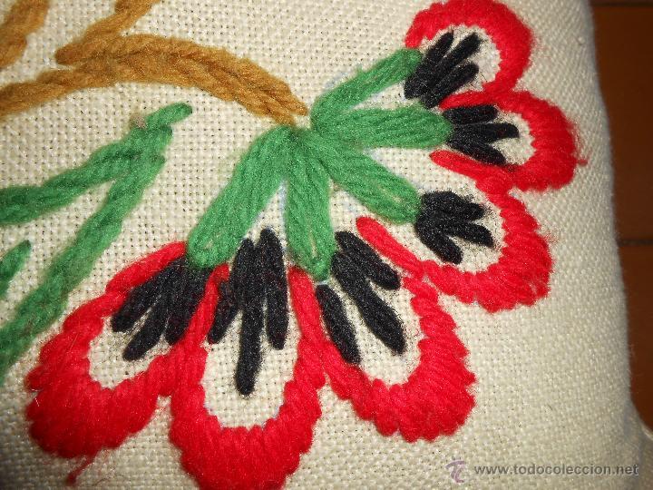 Vintage: COJÍN Bordado a mano con lanas - Foto 2 - 51462737