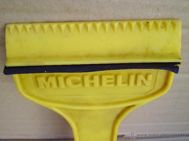 Vintage: antigua rasqueta para quitar el hielo del parabrisas de coche de MICHELIN - Foto 3 - 52290256
