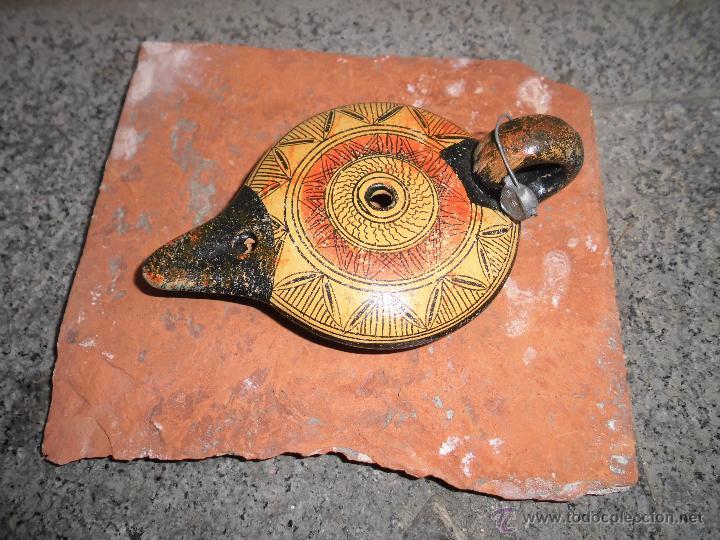 REPRODUCCION LAMPARA DE ACEITE BARRO PINTURA ORIGINAL CON PLOMO INSCRIPCION EN BASE (Vintage - Decoración - Varios)