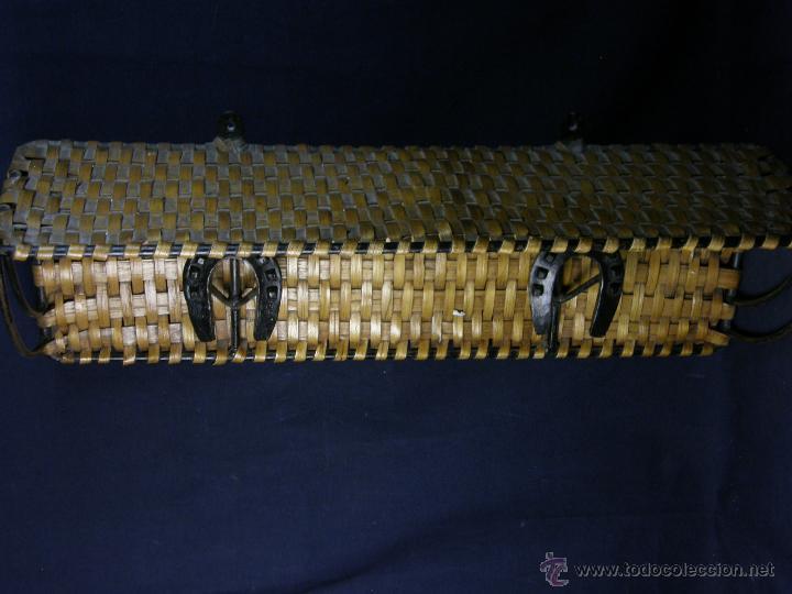 Vintage: perchero balda repisa hierro mimbre trenzado herraduras años 50 60 60x21x23cms - Foto 8 - 52674611