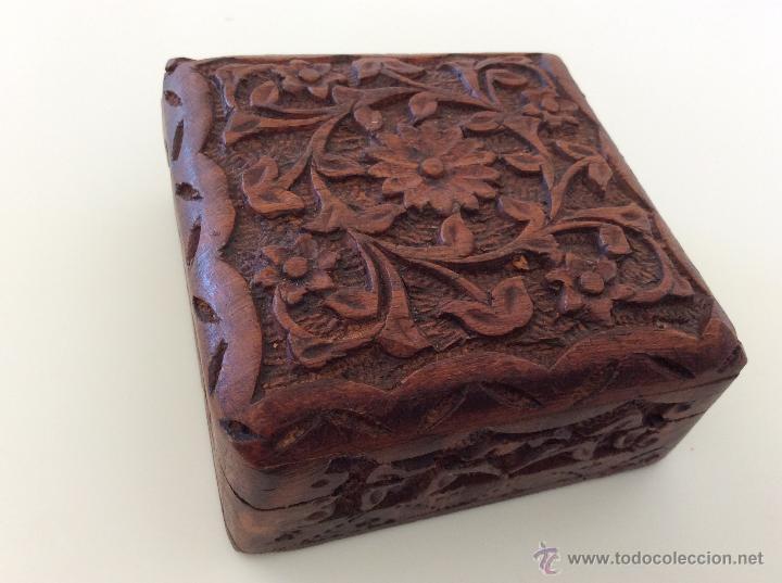 Vintage: Caja contenedor joyero antiguo de origen marroquí tallado a mano sobre madera. - Foto 2 - 53042649