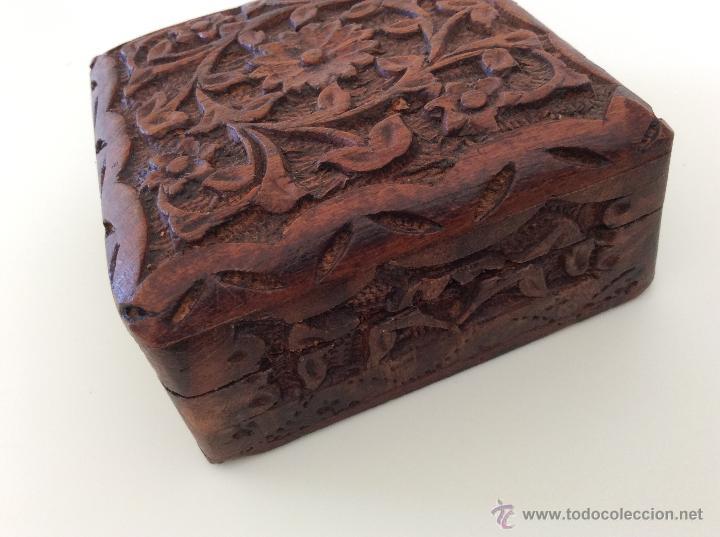 Vintage: Caja contenedor joyero antiguo de origen marroquí tallado a mano sobre madera. - Foto 6 - 53042649