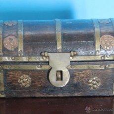 Vintage: COFRE DE MADERA Y METAL CONCIERRE DONDE SE LE PUEDE PONER UN PEQUEÑO CANDADO. Lote 53194932