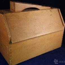 Vintage: CAJA DE MADERA LIMPIACALZADOS O LIMPIABOTAS. TAMAÑO 20X28X18 CM. Lote 53308832