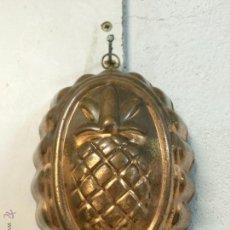 Vintage: ANTIGUO ADORNO DE PARED. PIÑA EN METAL DORADO. VINTAGE AÑOS 50. Lote 54036221