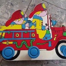 Vintage: PERCHA INFANTIL DE MADERA, BOMBEROS, 1980'S. Lote 54102596