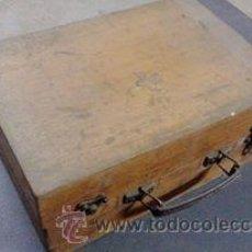 Vintage: BOTIQUIN MADERA, CIRCA 1940 CON MEDICAMENTOS.RADIO SALIL, TANTUM. Lote 54108146